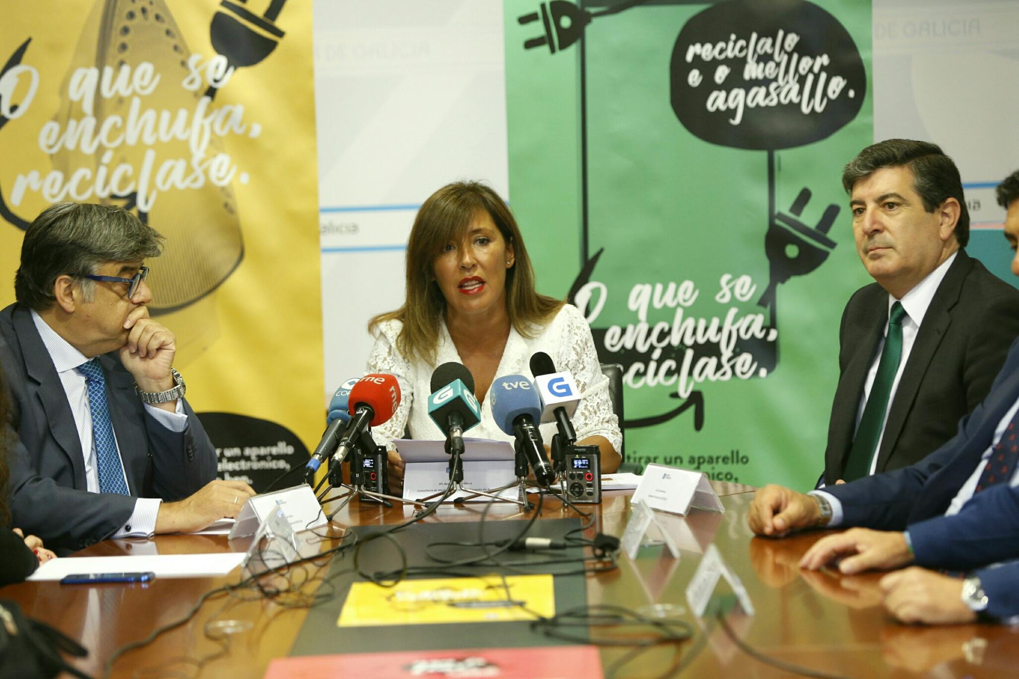 """CAMPAÑA DE LA XUNTA DE GALICIA """"O QUE SE ENCHUFA, RECÍCLASE"""""""